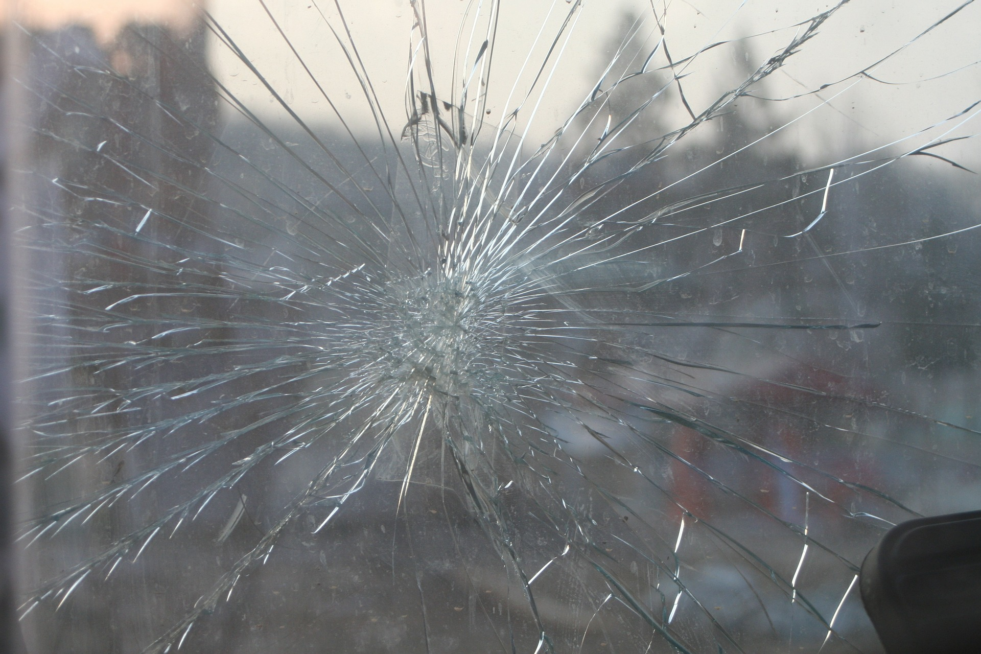 broken-windshield-commercial-truck-law-Washington